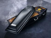 CoolStuff tilbyr levering i spesialdesignet kiste til halloween!