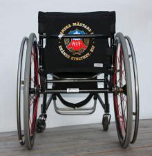 Nu kan rörelsehindrade styla rullstolen i HIF:s och MFF:s färger