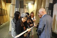 Kinesiska studenter på träresa genom Sverige