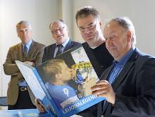 Leijonalegendat -kirja julkaistiin kiekkolegendojen seurassa Suomen Jääkiekkomuseossa