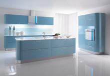 Värikästä funktionalismia moderniin keittiöön