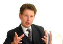 Handelsprofessor tilldelas finanspris tillsammans med doktor från Harvard