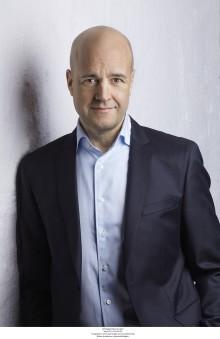 Fredrik Reinfeldt signerar hos Akademibokhandeln Mitt i City