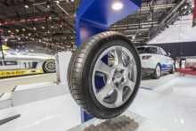 Goodyear stiller ut EfficientGrip Performance med AA-klassifisering på bilmessen i Genève 2015