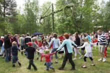 Traditionsenlig midsommar på Umeå Energicentrum