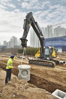 Grävmaskinerna Volvo EC250E och EC300E är överlägsna på bränsleeffektivitet