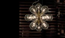 """Kristallkronetillverkaren KREBS och designern Thomas Larsson har tillsammans skapat pilotprojektet """"LUX"""""""