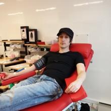 Äldre blodgivare går snabbare från tanke till handling