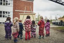 Skola i Lund ropade in rubbet när Hornbach ordnade lekstugeauktion – Vinsten går oavkortat till Ung Cancer