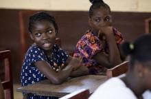 Ebola ett år senare – omvärlden får inte slå sig till ro.