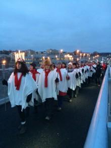 Storslaget världsrekord i Sundsvall – över 10000 gick i fackeltåg över Sundsvallsbron!