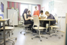 Ylä-Malmin koulu voitti ergonomiset Kinnarps-oppilastuolit