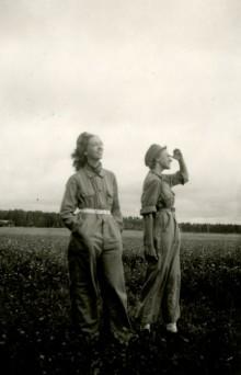 Finska kvinnor i ryska dragonuniformer, suffragetter och signalister