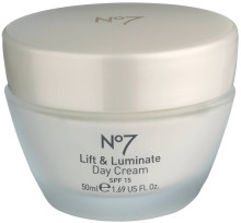 No 7 lift and luminate daycream