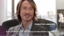 Christer Lindarw gör som Carolina Klüft och medverkar i Memiras nya reklamfilm