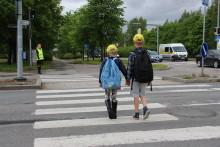 """Lapset: """"Kunpa autoilijat antaisivat paremmin tietä, kun ylitän suojatietä"""""""