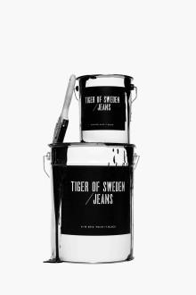 Tiger of Sweden/Jeans målar hösten svart med egen färg