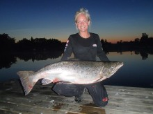 Passionerade tjejer tar för sig i sportfiskebranschen