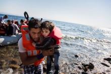 Arcona stödjer människor på flykt
