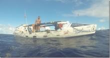 Han firar sin födelsedag i en roddbåt mitt på Atlanten – roddtävlingen Talisker Whisky Atlantic Challenge fortsätter