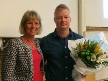 Josef Fahlén tar emot det första stipendiet IKSU:s idrottsvetenskapliga pris