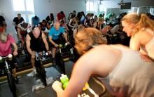 Stockholmare bekämpar barncancer från spinning-cykeln