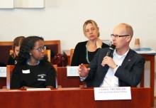 Elever i Järfälla ställer politikerna mot väggen – i enlighet med barnkonventionen