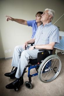 Träningsprogram för personer med demens gav förbättrad balans och minskat hjälpbehov