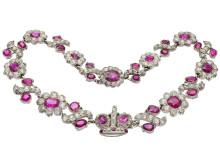 Gnistrande diamanter och rubiner på Kaplans Smyckekvaliten