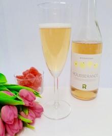 Svenska mousserande vita vinbär – det alkoholfria alternativet på Alla hjärtans dag
