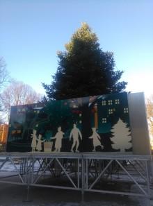 Isbanan öppnar och julkalender med innehåll från förskolor i Malmö.  -Vintern har kommit till Folkets Park.
