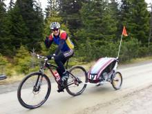 Carl-Johan Bergman med Thule Chariot CX1