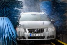 En av fem tvättar bilen utomhus, trots kunskap om konsekvenserna. VM i biltvätt ska få fler att göra ett medvetet val.