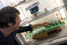 Biohackare boostar hjärnan med batterier