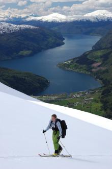 Skidåkning i kombination med vågsurfing nya trenden i Fjordnorge