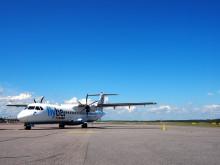 Flyben kone auringonpaisteessa Helsinki-Vantaalla