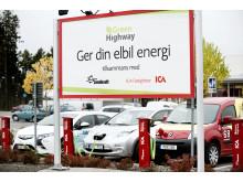 Elbilar laddar vid ICA Maxi i Östersund 3