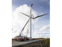 Resning av vindkraftverk i Blaiken, september 2012