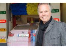Ole-Petter Hagfors, markedsansvarlig for bilvask i Norske Shell, har stor tro på Svanemerkede kjemikalier i Shells bilvaskehaller.