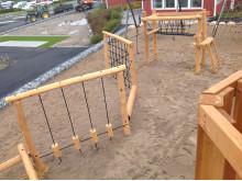 Woodwork AB har byggt en ny lekplats med hinderbana och en fyr på Daftö Resort