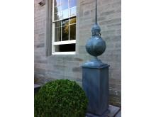 Ball obelisk