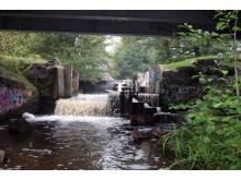 Damm som saknar tillstånd i Moraån, Södertälje kommun