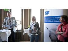 Travtränaren Malin Löfgren på speed dating med riksdagspolitiker