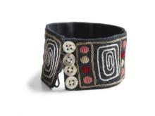 Armband med mönster skapat av Satu Carlsten