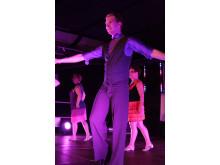 Charles Åkerblom från Linköping dansar i 013-Lost in line och vann specialpris Bästa scenpersonlighet i Danskarusellens final 2014