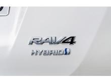 RAV4 Hybrid – kompakt-SUV-segmentets första fullhybrid