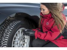 Pakattaessa autoa reissuun kannattaa huomioida, että painavampi kuorma vaatii korkeammat ilmanpaineet. Muutenkin talvirenkaisiin kannattaa asettaa 0,2 bar kesärengassuositusta korkeampi ilmanpaine.