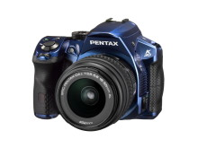 Pentax K-30 sininen 18-55mm edestä