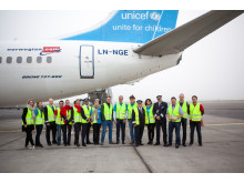 Group image of UNICEF and Norwegian's aid flight to Jordan