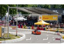 50 000 publikumere tok turen til Shell Eco-marathon for å se studentene konkurrere i energieffektvitet. Her er bilen til Høgskolen i Østfold på banen